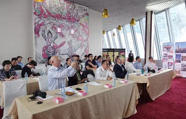 上海市建设协会会长黄健之主持发言